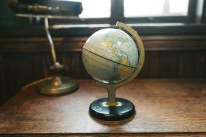 《マンデラエフェクト》で世界線を移動してた!!?? 今いるのは仮設地球カモ。